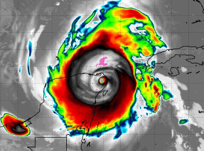Huracán Delta llegando a las costas de la Península de Yucantán en el 2020.