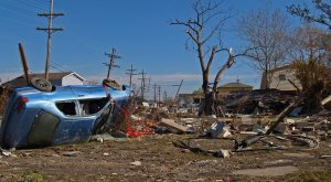 Decenas de muertos tras un fuerte terremoto en Indonesia