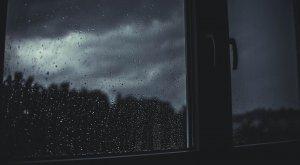 ¿Por qué debes abrir las ventanas cuando llueve?