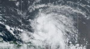 Ciclón Elsa entra en la historia y rompe un nuevo récord